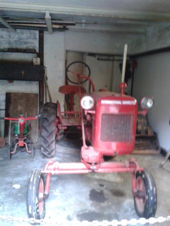 New Plymouth, Yeni Zelanda: The little red tractor that was used in earlier days.