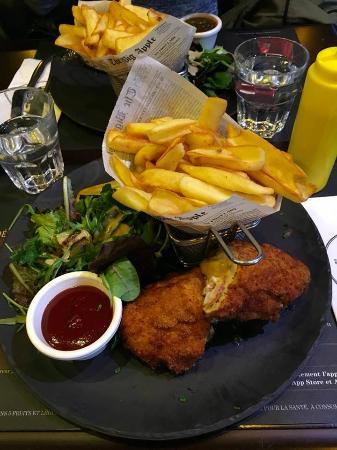 Franconville, Франция: Cordon bleu fait maison-frites-salade