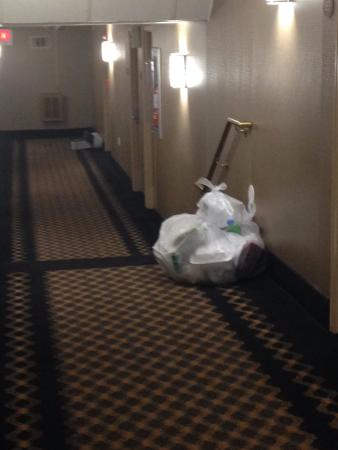 Ramada Newburgh/West Point: trash left over night in hall
