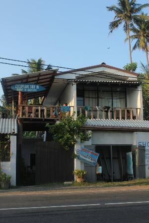 Cocoplant Surf Inn & Surf School