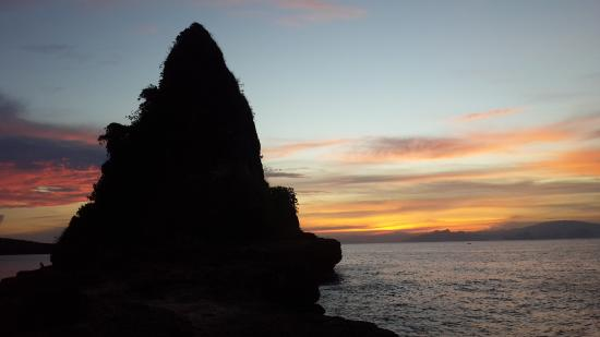Jerowaru, Indonezja: view of batu beloam from our sunrice tracking
