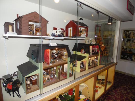 Butte, MT: Miniatures room