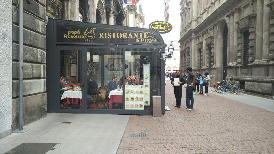 Ristorante papa francesco unreasonably expensive for Milan indian restaurant