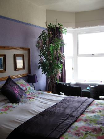 Heulwen Bed and Breakfast : Our Lilac room