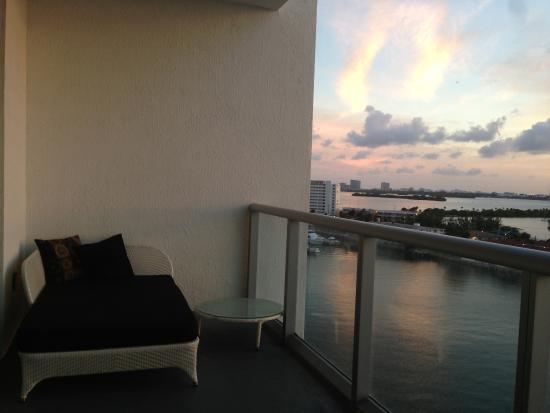 North Bay Village, FL: Balcon chambre parentale et séjour