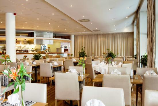 Marina Bar & Bistro