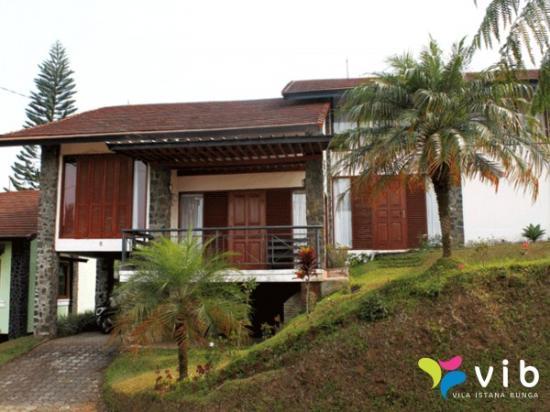 villa istana bunga  lembang  indonesien  villa anmeldelser sammenligning af priser