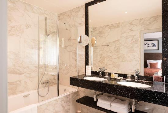Hotel Aragon: Bathroom