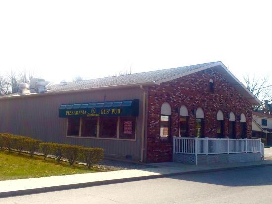 Plainfield, CT: Gus's Pub