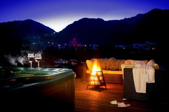 AliKats Mountain Holidays - Riverwood Lodge