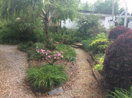 Hickory Flat Pottery: flower garden