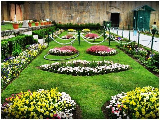 Nishant mughal garden picture of nishat garden srinagar Mughal garden booking