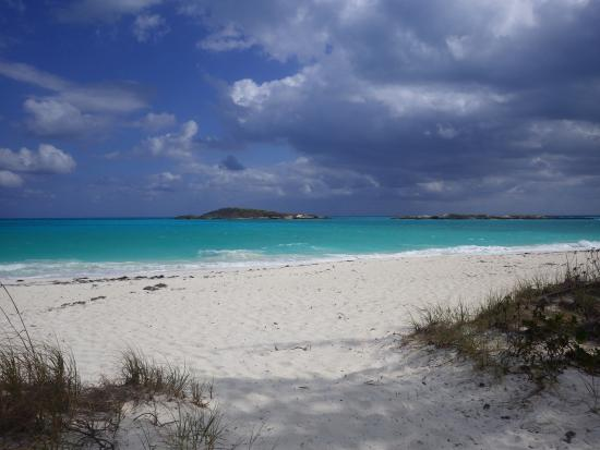 Out Islands: view of the beach