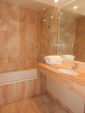 Le Manhattan Hotel: ванна хороша!