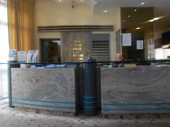 Le Manhattan Hotel: ресепшн