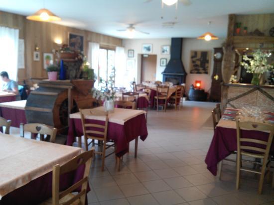 La salle du restaurant foto van le roi carotte saint julien de lampon tripadvisor - Fotos van salle d eau ...