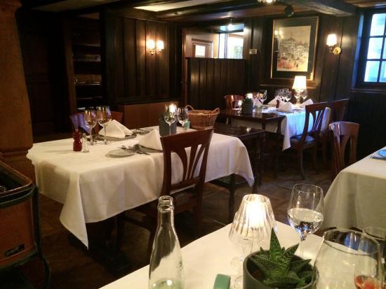 Restaurant Cuisine Française - Bild von Swiss Chalet Restaurant ...