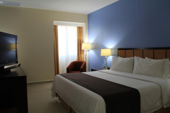Holiday Inn Express Paraiso Dos Bocas Photo