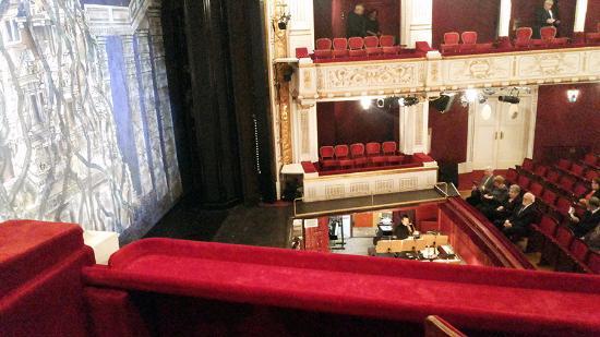 Stadttheater / Buehne Baden : Вид на зрительный зал театра из ложи.
