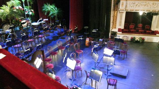Stadttheater / Buehne Baden : Перед концертом симфонического оркестра городского театра Бадена.