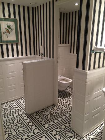 Dubern: Les toilettes pour homme (la lunette était manquante)