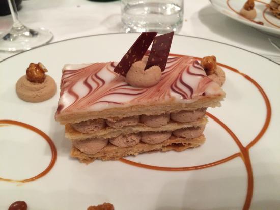 Dubern: Dessert (31€) : mille-feuilles au beurre d'Échiré,ganache montée caramélia