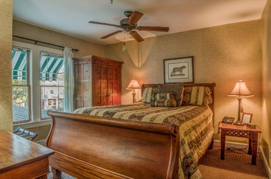 The Historic Peninsula Inn : Prince Suite Bedroom
