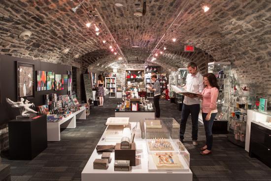 boutique du mus e de la civilisation photo de mus e de. Black Bedroom Furniture Sets. Home Design Ideas
