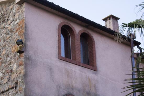 Borgo Fonte Lupo: Me gustó la originalidad de la doble ventana en las habitaciones