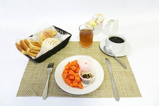 Hotel Delfines: Desayuno continental de cortesia en algunas tarifas