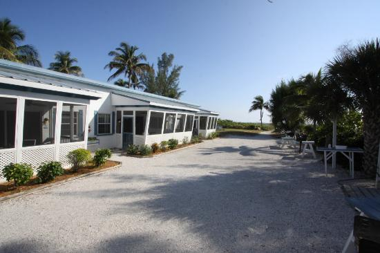 Tropical Winds Motel & Cottages: Our Beach Access Units