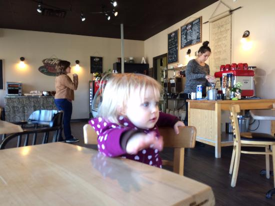 Thamesford, Kanada: Waiting for a cappuchino with my granddaughter.