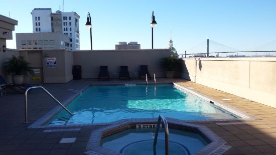 rooftop pool and hot tub picture of holiday inn express savannah rh tripadvisor com sg