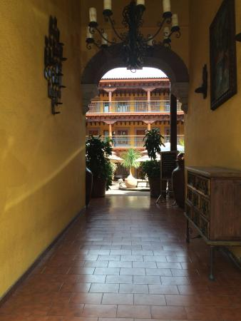 Hotel la Parroquia: Entrada Principal