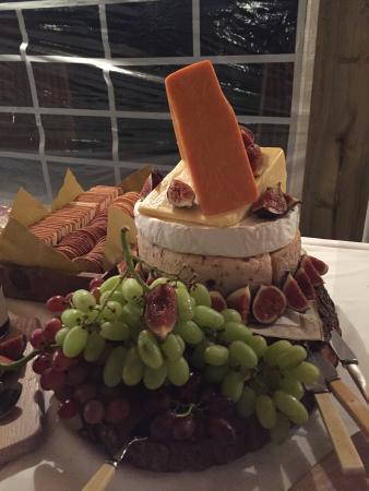 Charing, UK: Fabulous Cheese Tower