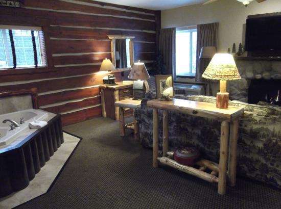Stoney Creek Hotel And Conference Center Des Moines Cottage Theme Suite With Whirlpool