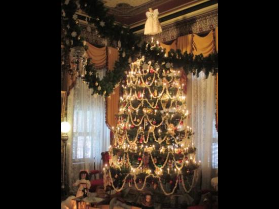 Modesto, CA: Christmas at the Mansion goes on all through December!