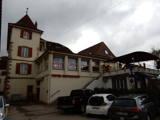 Saint-Blaise, Швейцария: Bâtiment depuis la route principal