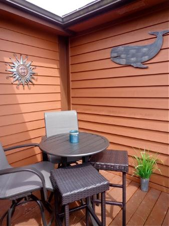 Brookings, OR: Cabin OV9A back deck