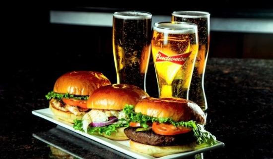 Ancaster, Kanada: Burgers, Sandwiches and Beer