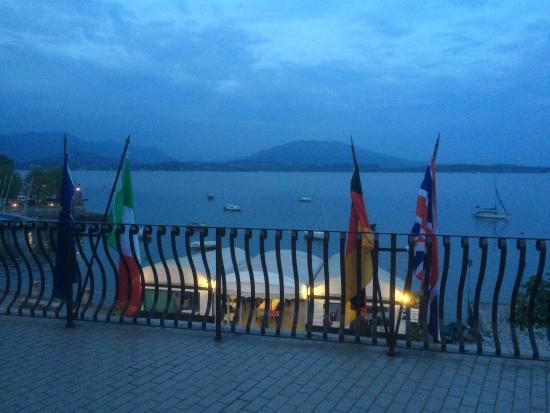 Hotel lago maggiore lesa italy lake maggiore for Designhotel lago maggiore