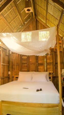 Freedomland Phu Quoc Resort: Simple hut in the middle of the vietnamese jungle.