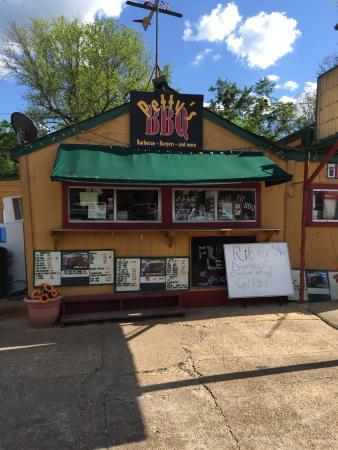 Starkville, MS: Petty's