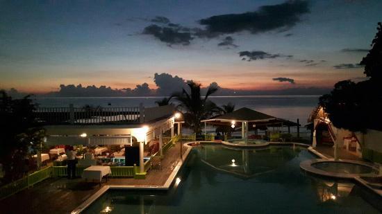 Fun Holiday Beach Resort : 20160414_190023_large.jpg