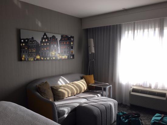 bed faces window picture of courtyard by marriott anaheim resort rh tripadvisor com