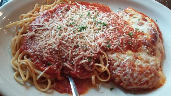 Palmyra, PA: Chicken Parmesan as served. Sauce was amazing savory, chicken was breaded nicely and moist.