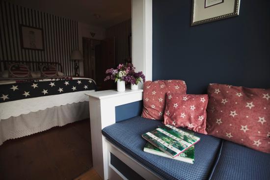 Hancock Inn: Comfy window seat in the Washington Room