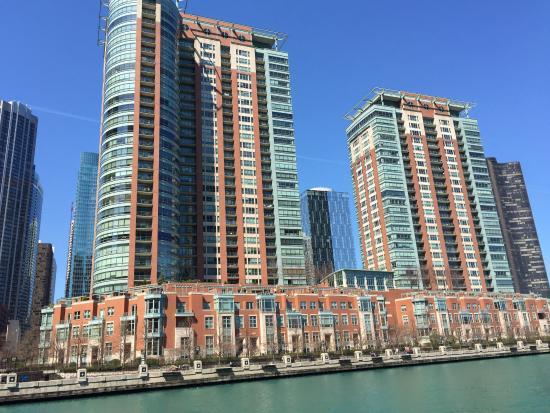 Chicago Riverwalk: Apartment Living Along The Boardwalk In Chicago