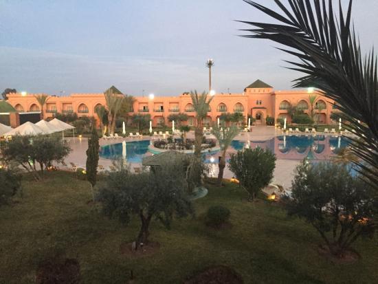 رياض موكادور قصبة: Vista do quarto para a piscina