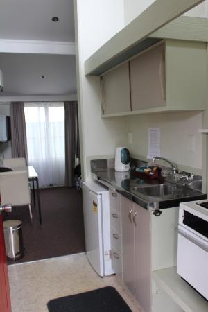 Fern Motel: Basic Studio Kitchenette